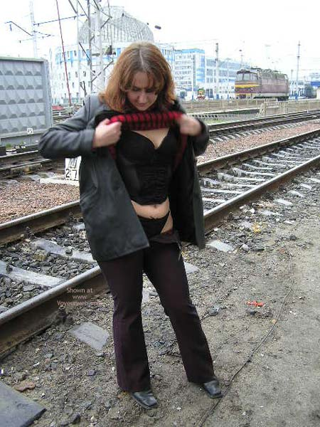 Pic #5 - Lesa Undress At Railroad Station