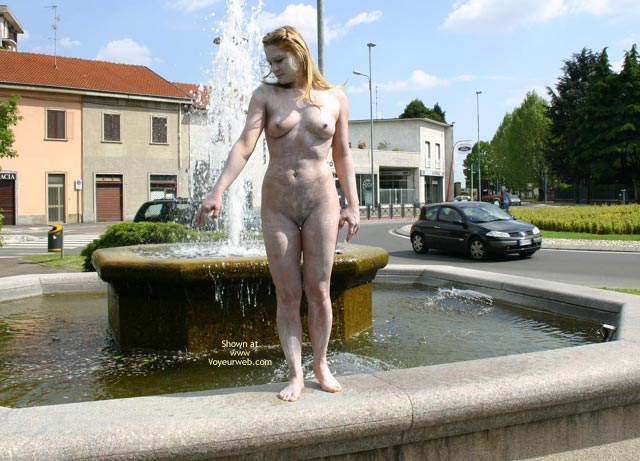 Pic #5 - *Nu Elise In Nude Statue