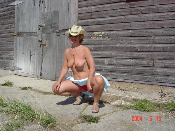 Pic #1 - 57 Year Old Canadian Wife Outdoors