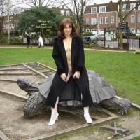 Ariana Visits Holland Park