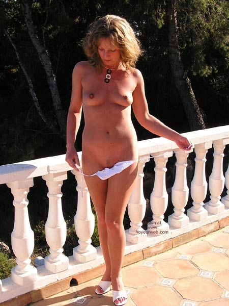 Pic #6 - Saucyminx  Gets Naked Poolside 1