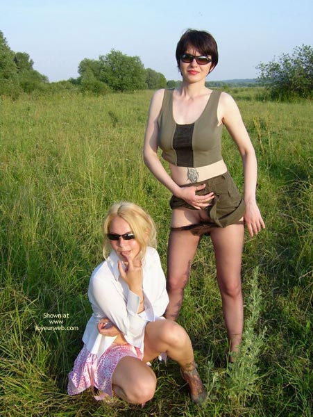 Pic #3 - *Gg Cute Lezzies With Juicy Bodies In The Field