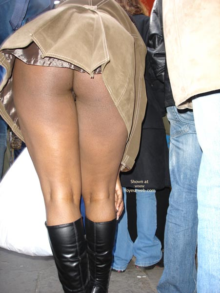 Pic #3 - Dreengirls Shows Her Ass On Oxford Street