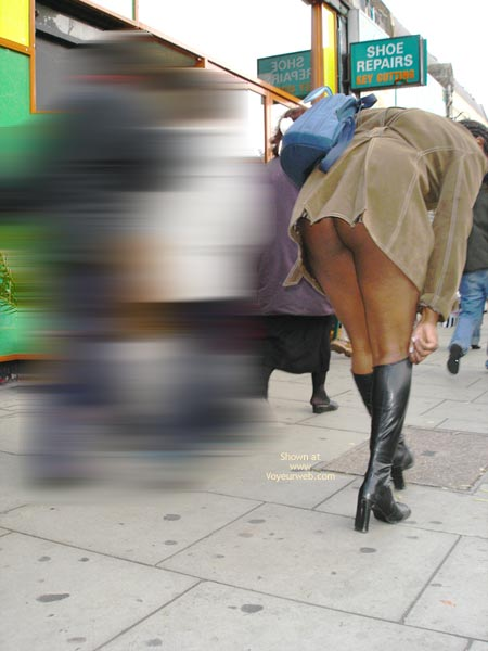Pic #9 - Dreengirls Shows Her Ass On Oxford Street