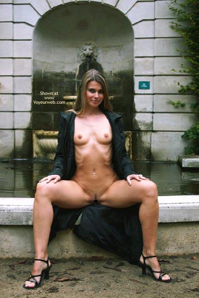 Pic #5 - Elektra Nude In Park