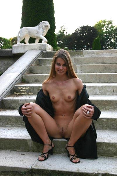 Pic #7 - Elektra Nude In Park