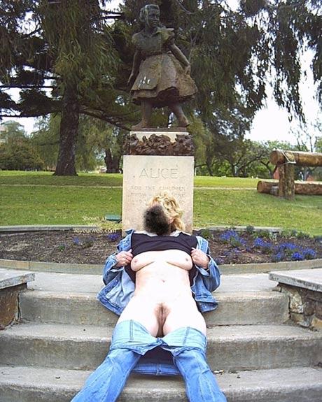 Pic #5 - Aussie Amanda In The Park