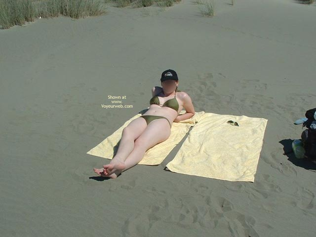 Pic #1 - 19yr Old Nude On Beach