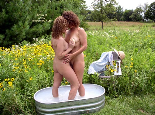 Pic #2 - *Gg Sweet Cheeks Joins Maggie Mae In The Tub