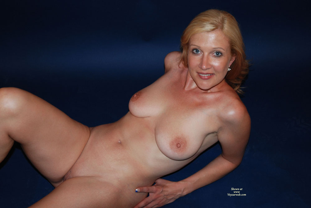 00001752 nude milf To view free Adult Sex Comics gallery press on thumbnail