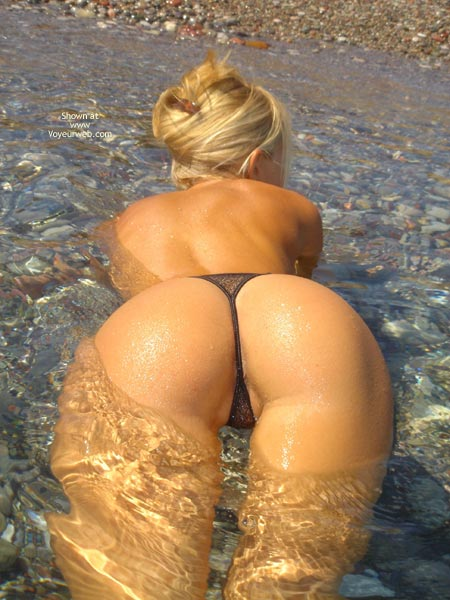 Pic #1 - Round Booty, Round Booty, Wet Body, Blonde In Water, Black Thong In Water, Bottom Up