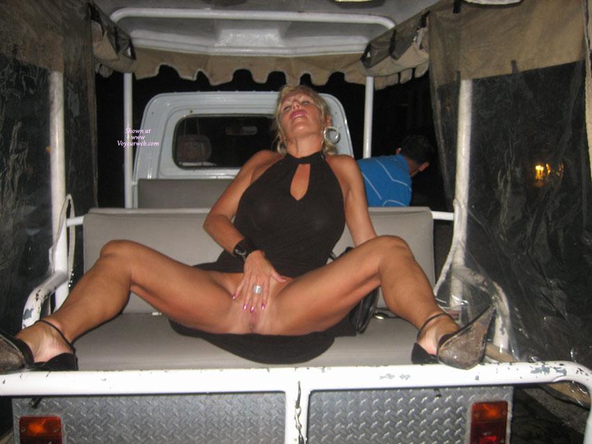 web-voyeur-alice-milf-clothed-and-nude
