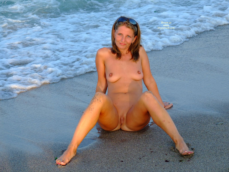 Nude Beach Women Spread Legs - Great Porno-6702