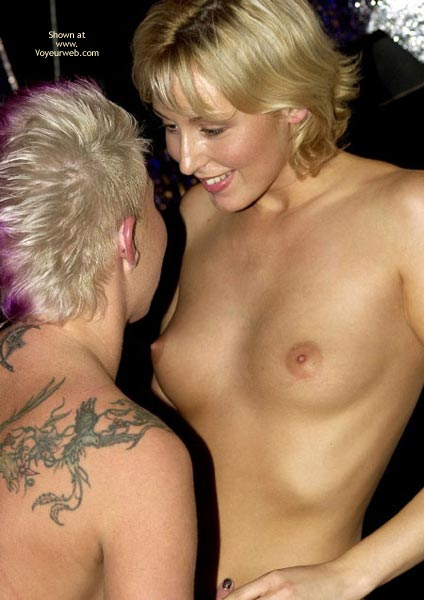 Pic #6 - *Gg Erotica Expo Playing Lesbian