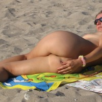 -: nude beach