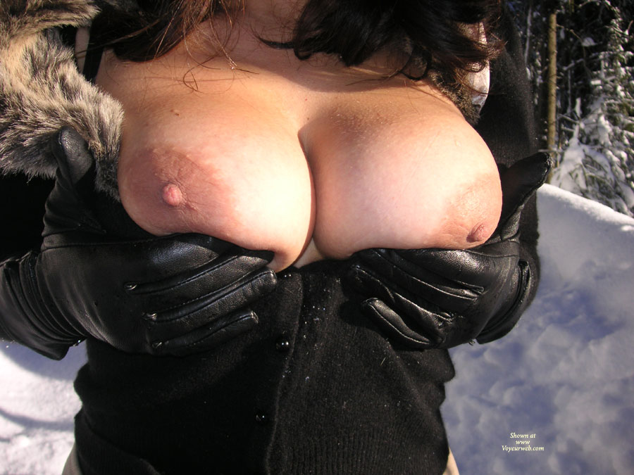 Pic #1 - Big Breasts Flashed Without Face In The Winter - Big Tits, Large Breasts , Winter Flash, Breasts In The Winter, Cold Big Boobs, Small Erect Nipple, Large Breast Lift Up, Huge Boobs, Tanned Defined Cleavage, Hands Holding Tits, Big Titties, Large Smooth Breasts