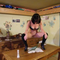 Claire D'actions 12 Fait Pipi Dans Une Vasque Du Val St Lambert