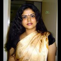 Skin Exposure Of Desi In Saree