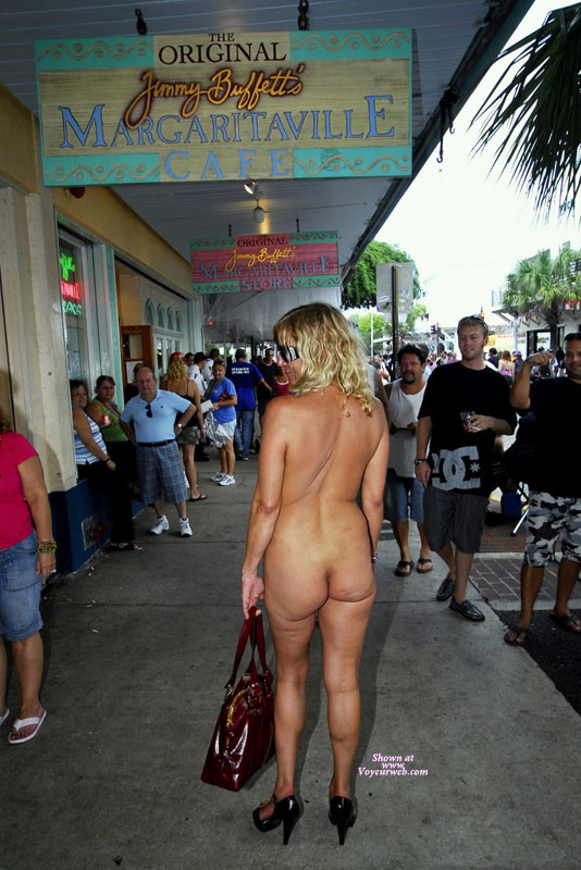 Here I am...NUDE on Duval Street. Outside Jimmy Buffets bar. It's such an amazing feeling to walk around naked all day. I felt sooooooo sexy! We should be able to do this all the time, don't you think?