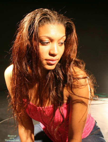 Pic #1 - Sexy Black Girl - Brown Hair, Dark Hair, Long Hair , Light Brown Skin, Blue Jeans, Full Lips, Pink Top