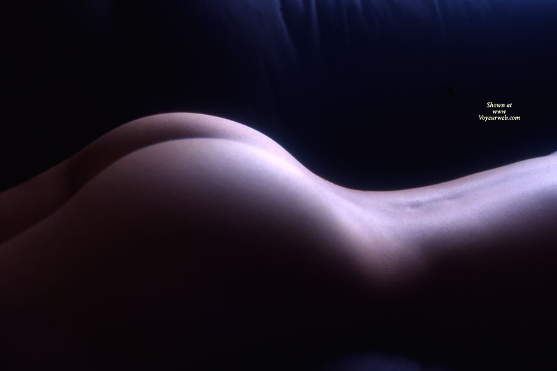 Pic #1 - Nude Art - Nude Amateur , Faceless Ass, Real Ass, Lying On Stomach, Curvy Ass, Artistic Nude On Couch, Ass Bodyscape