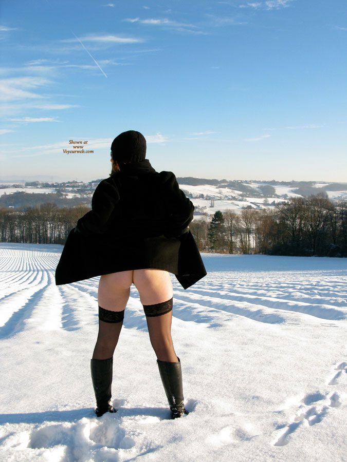 Pic #2 Nude Wife on heels: Jona In The Snow