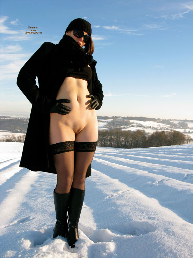 Pic #5 Nude Wife on heels: Jona In The Snow