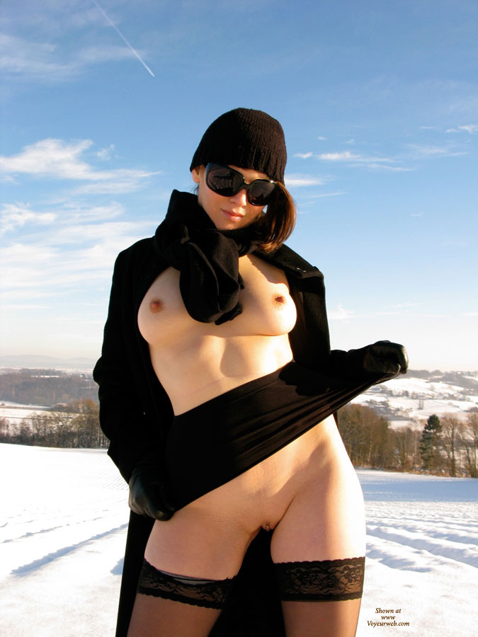 Pic #6 Nude Wife on heels: Jona In The Snow