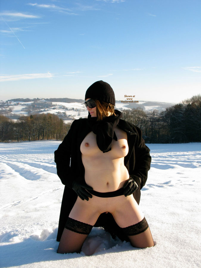 Pic #7 Nude Wife on heels: Jona In The Snow
