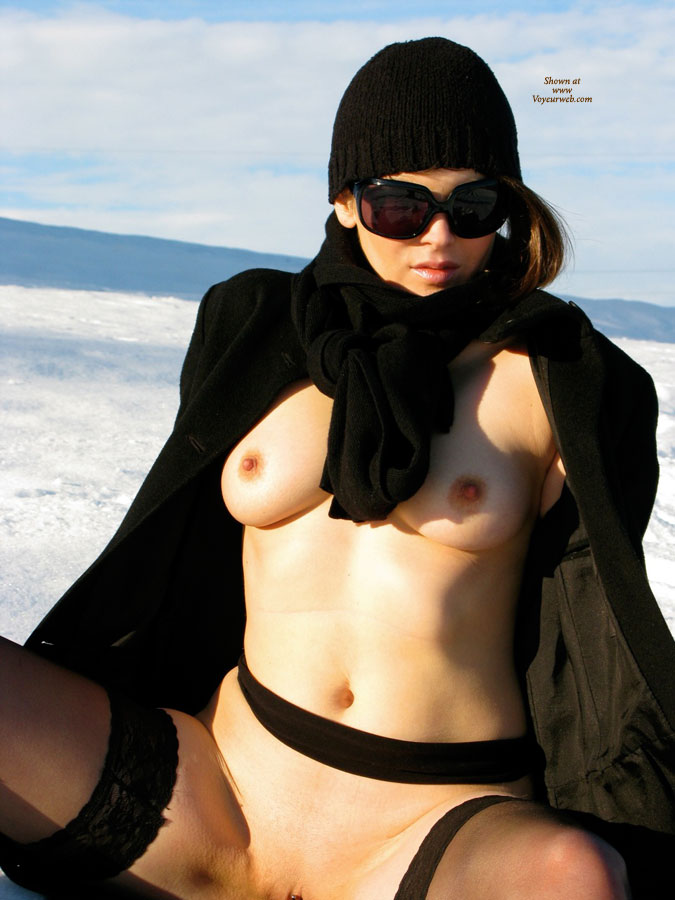 Pic #8 Nude Wife on heels: Jona In The Snow