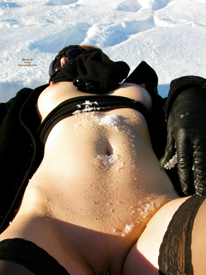 Pic #9 Nude Wife on heels: Jona In The Snow