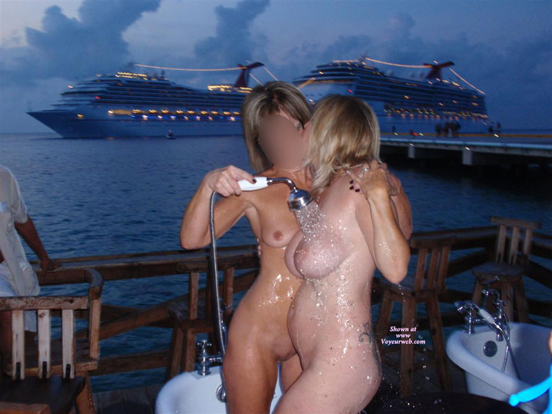 Pic #4 Topless : Naked And Wild At The Bar