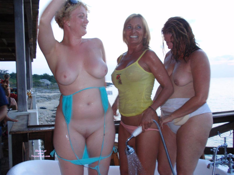 Pic #6 - Topless : Naked And Wild At The Bar