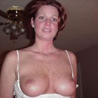 Topless Wife:Toeneer