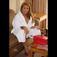 Nude Girlfriend's Friend on heels:Shoe Story