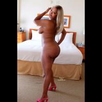 Nude Girlfriend on heels:Blonde Disguise