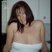 Topless Amateur: Ellie The Milf