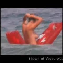 Topless Amateur:Beach Babe