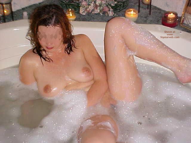 Pic #5 - Sexy Southern Vixen Gets Wet........