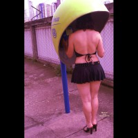 Nude Amateur on heels:Upskirts In Town