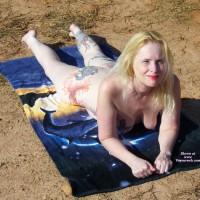 Nude Me:Sunbathing