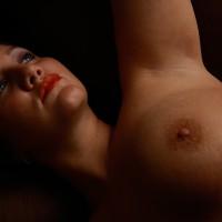 Nude Me:Thinking...