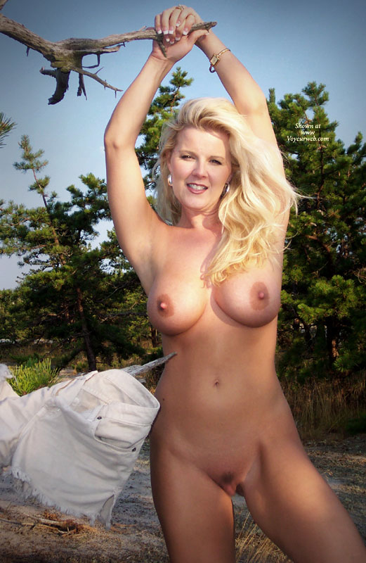 Voyeur blonde outdoor big nipples