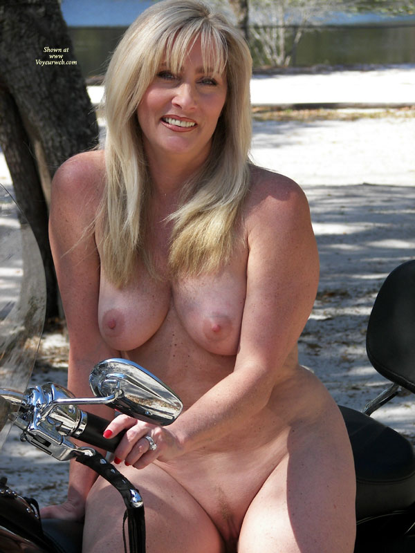 Pic #3 - Nude Wife: Harley Hottie