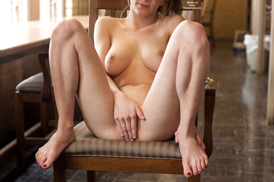 Pic #2 - Nude Girlfriend: Steph Fully Nude In Library