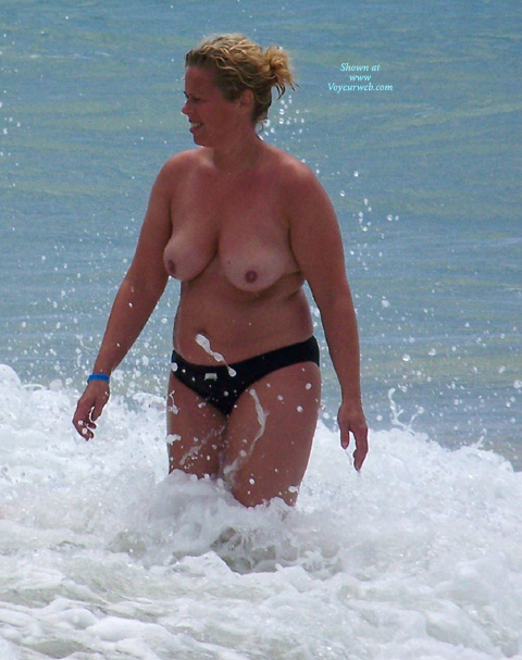 Pic #2 - Beach Voyeur: Mature Tits From The Canaries