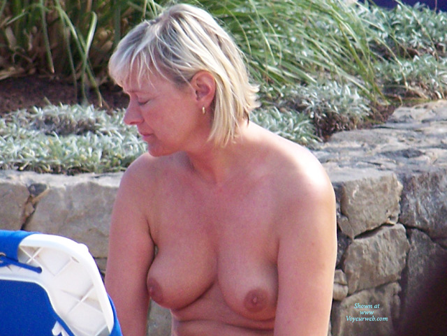 Pic #4 - Beach Voyeur: Mature Tits From The Canaries