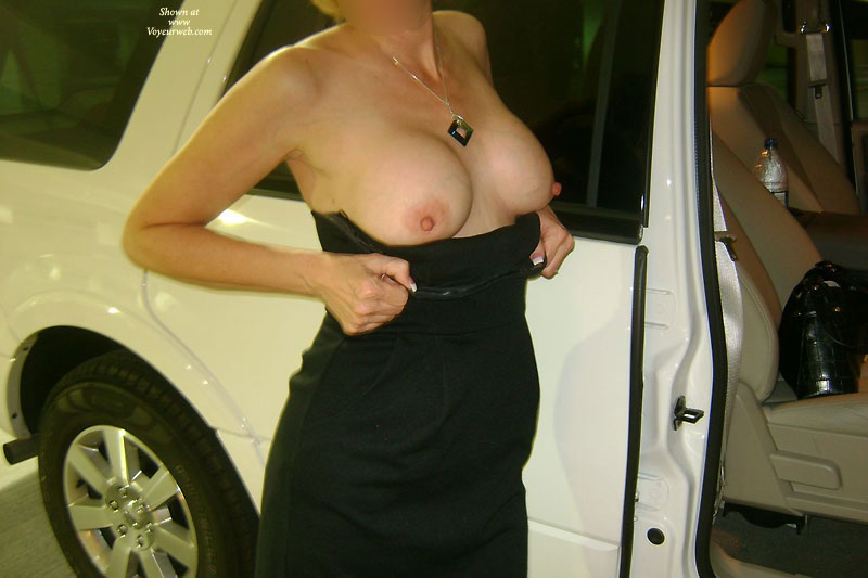 Pic #3 - Topless Wife: Sexy Wife Flashing In Public