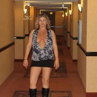 Nude Me on heels:Ca Flasher Visits Vegas