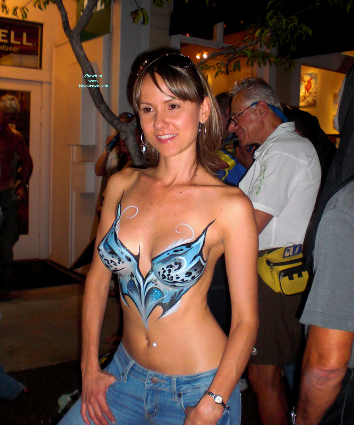 Painted Tits - Brown Hair, Brunette Hair, Sunglasses, Topless , Jeans, Body Art, Bodypaint Bra, Happy Tits, Bodypaint, Beauty, Topless Body Art, Topless Me, Standing In Public, Brown Eyes